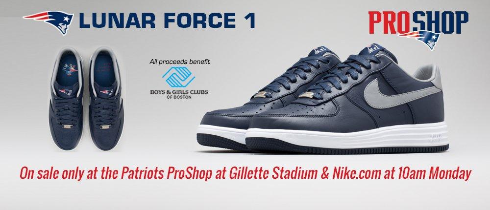 2014 Nike Sneaker - Desktop Slide